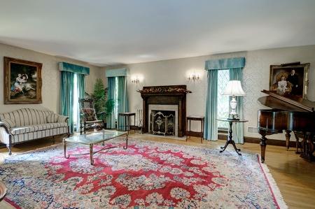 705 Princeton Rd Living Room